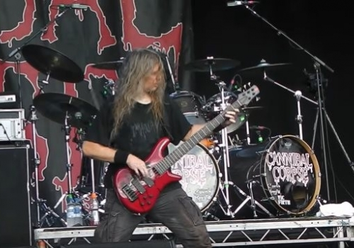 Monster Worm Pays Tribute to Cannibal Corpse!
